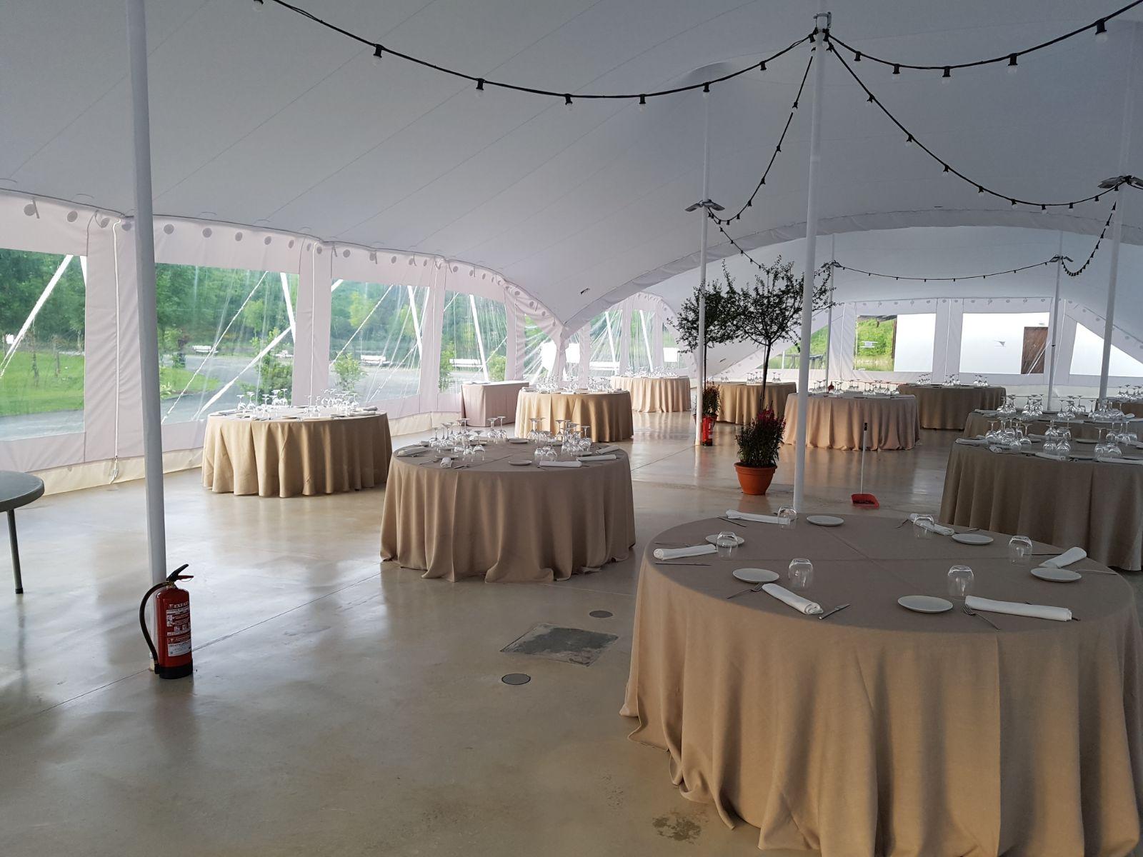 El encanto de una carpa cerrada para boda en el Señorío de Beraiz - Safara Carpas